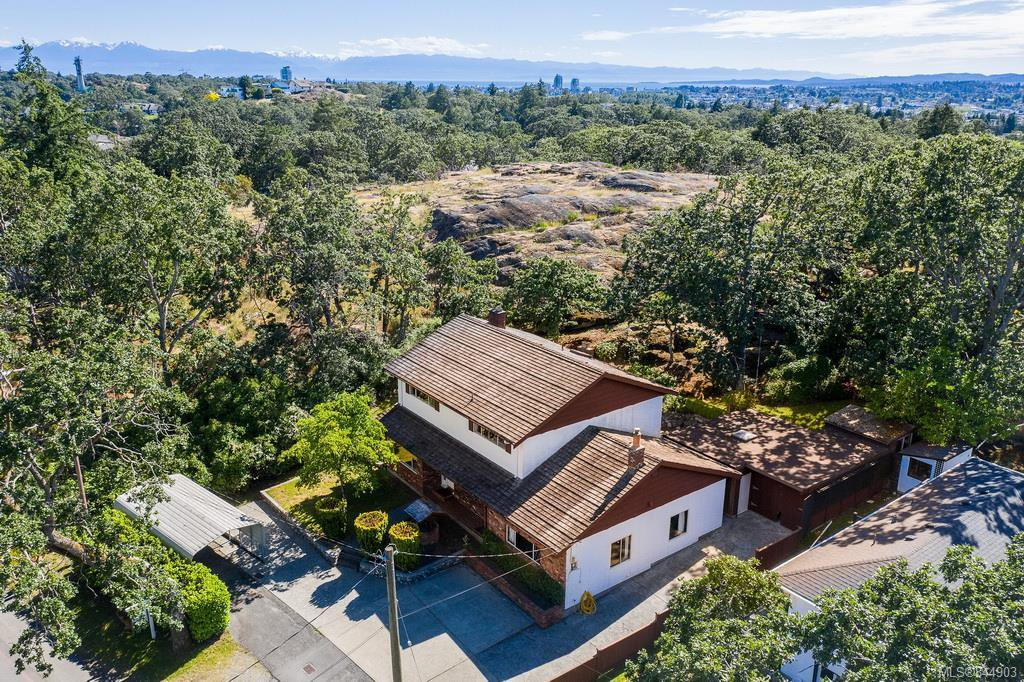 Main Photo: 3350 Maplewood Rd in Saanich: SE Maplewood House for sale (Saanich East)  : MLS®# 844903