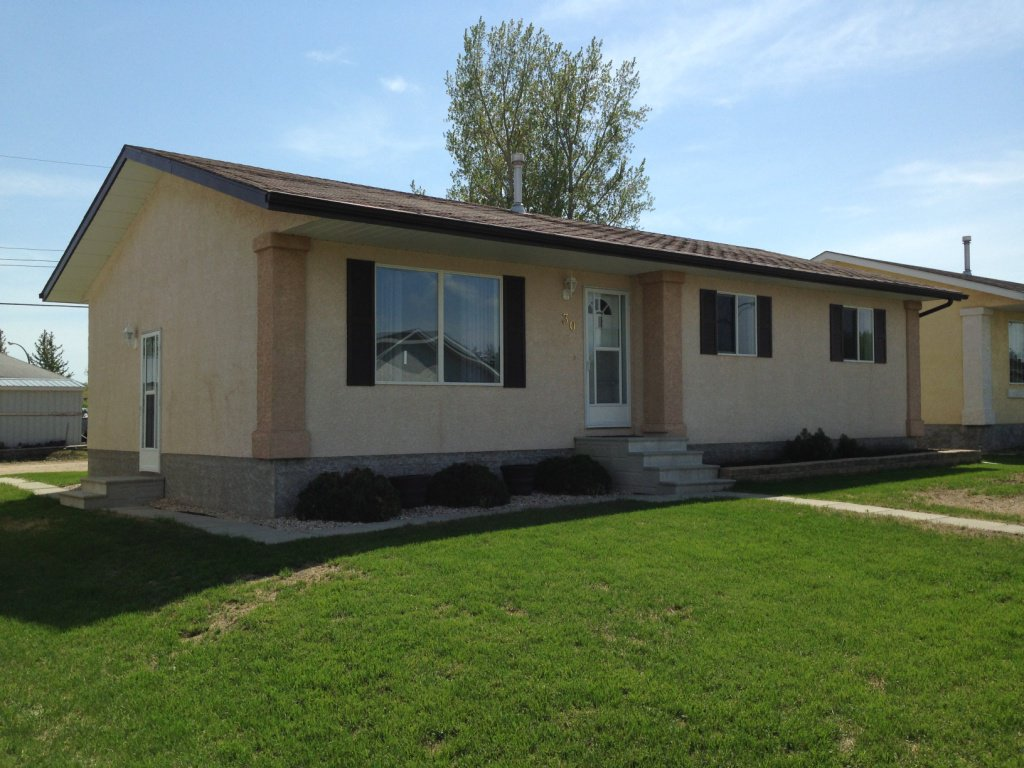Main Photo: 30 Kaatz Drive in Beausejour: South End House for sale