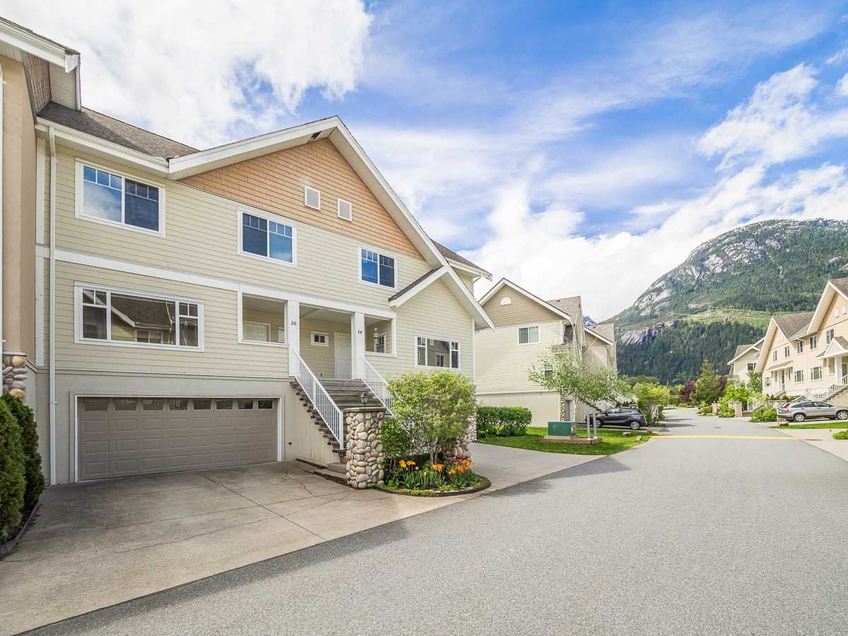 Main Photo: 16 1200 EDGEWATER DRIVE in Squamish: Northyards Townhouse for sale : MLS®# R2267288