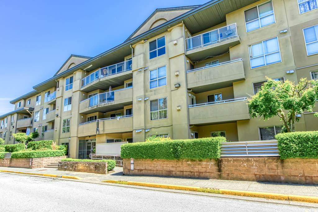 Main Photo: 306 13780 76 Avenue in Surrey: East Newton Condo for sale : MLS®# R2488435