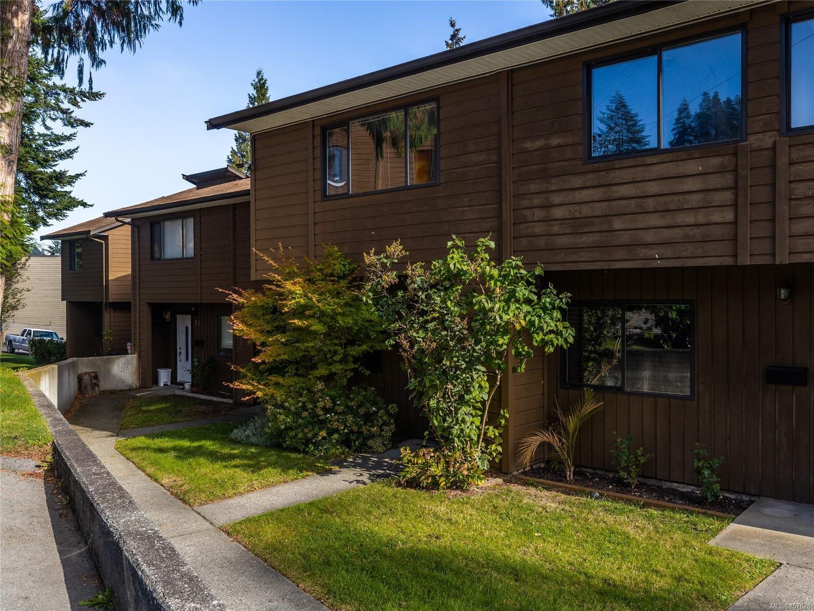 Main Photo: 48 855 HOWARD Ave in : Na South Nanaimo Row/Townhouse for sale (Nanaimo)  : MLS®# 857628
