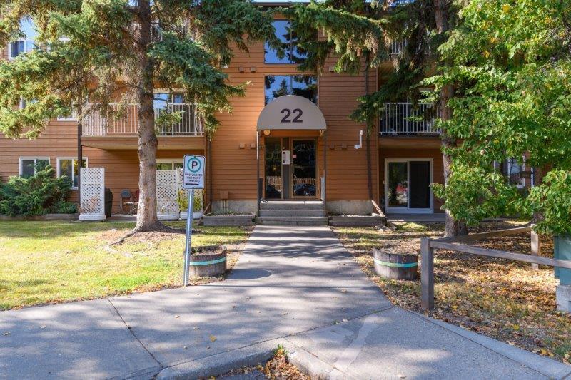 Main Photo: 108, 22 Alpine Place in St. Albert: Condo for rent