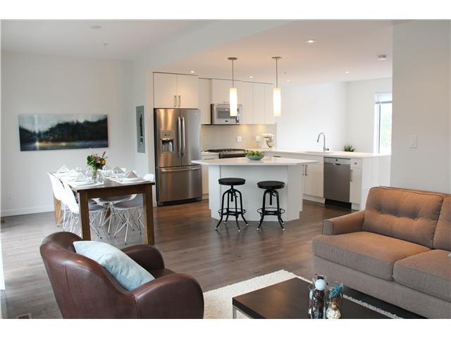 "Main Photo: SL8 41488 BRENNAN Road in Squamish: Brackendale House 1/2 Duplex for sale in ""Rivendale"" : MLS®# V950162"
