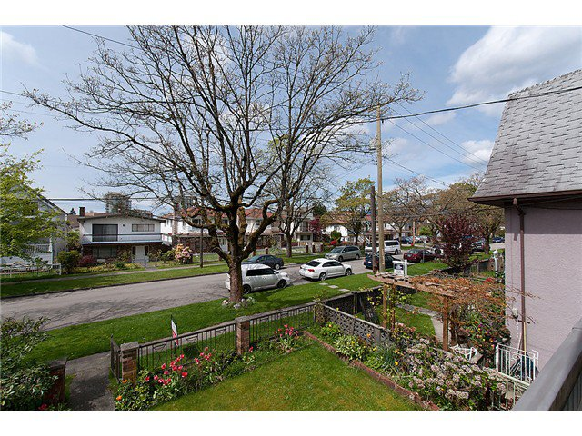 Photo 2: Photos: 4088 WELWYN ST in Vancouver: Victoria VE House for sale (Vancouver East)  : MLS®# V1004254
