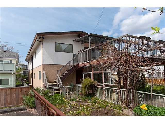 Photo 9: Photos: 4088 WELWYN ST in Vancouver: Victoria VE House for sale (Vancouver East)  : MLS®# V1004254
