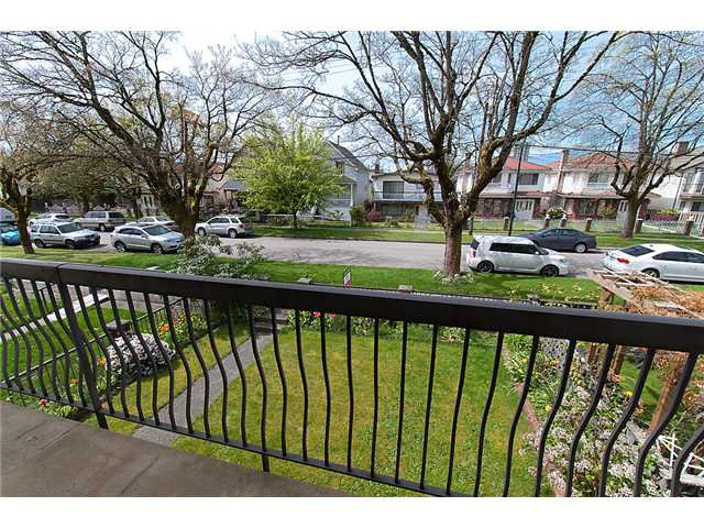 Photo 3: Photos: 4088 WELWYN ST in Vancouver: Victoria VE House for sale (Vancouver East)  : MLS®# V1004254