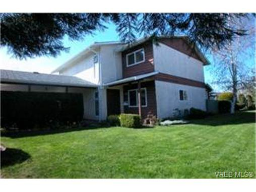 Main Photo: 10 400 Culduthel Road in VICTORIA: SW Gateway Townhouse for sale (Saanich West)  : MLS®# 199461