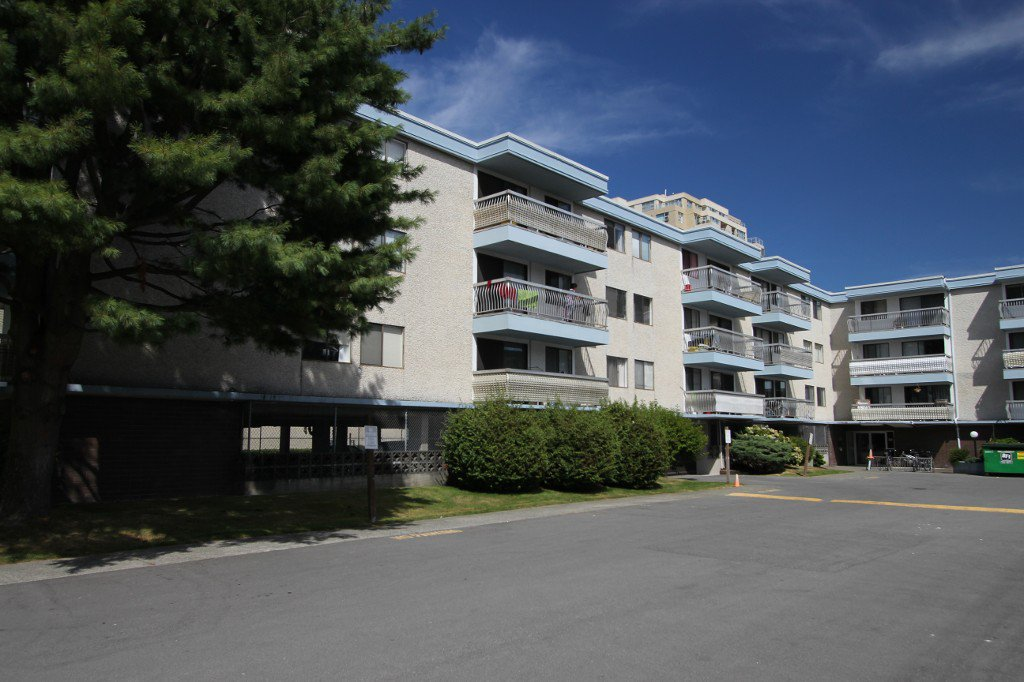 Main Photo: 211 6340 Buswell Street in Richmond: Condo for sale : MLS®# V1081493