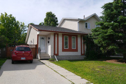 Main Photo: 213 Lake Village Road in Winnipeg: Waverley Heights Single Family Attached for sale (South Winnipeg)  : MLS®# 1428421