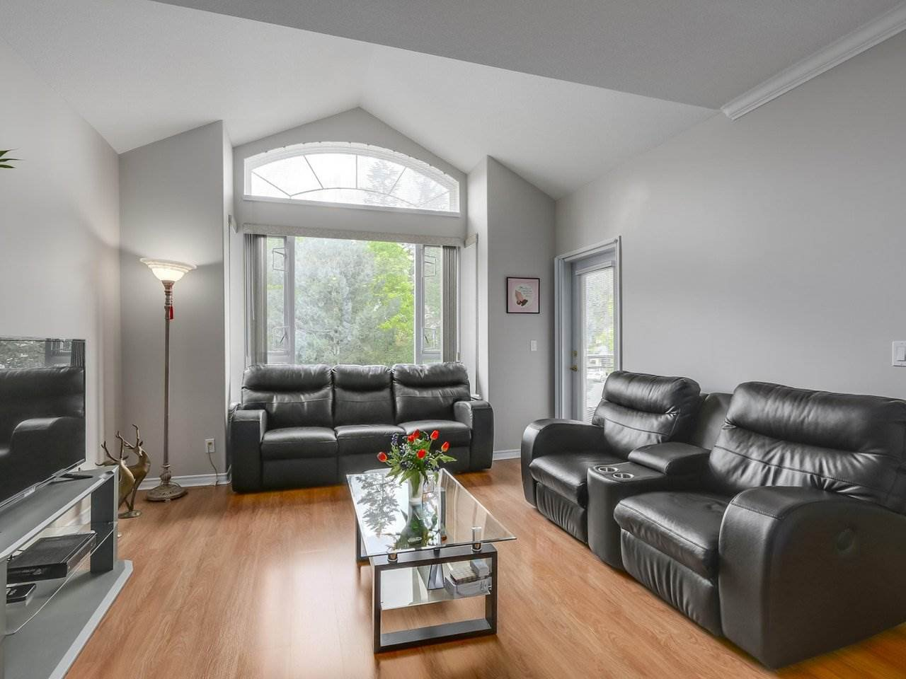 Photo 3: Photos: 303 3280 PLATEAU BOULEVARD in Coquitlam: Westwood Plateau Condo for sale : MLS®# R2275918