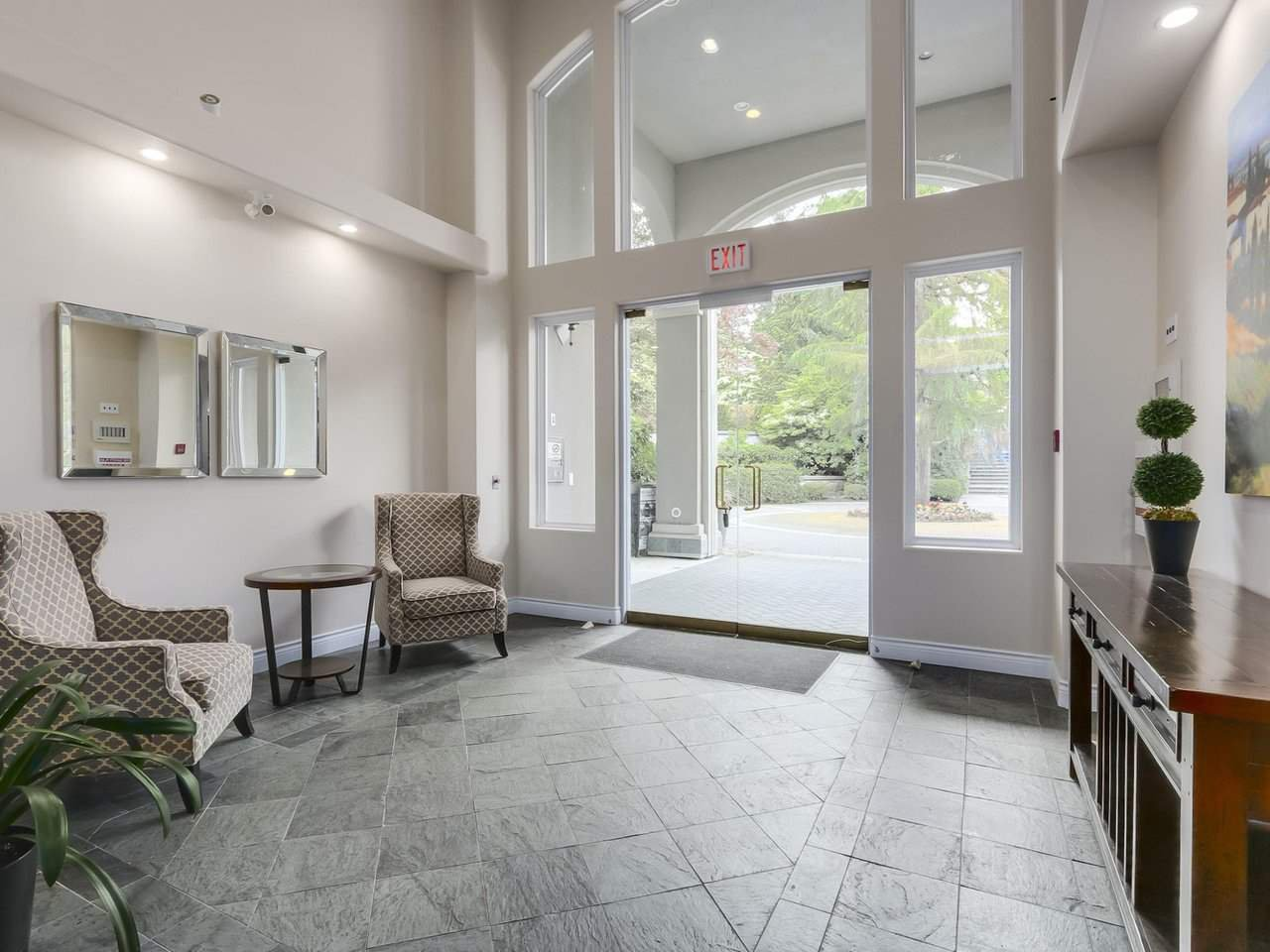 Photo 2: Photos: 303 3280 PLATEAU BOULEVARD in Coquitlam: Westwood Plateau Condo for sale : MLS®# R2275918