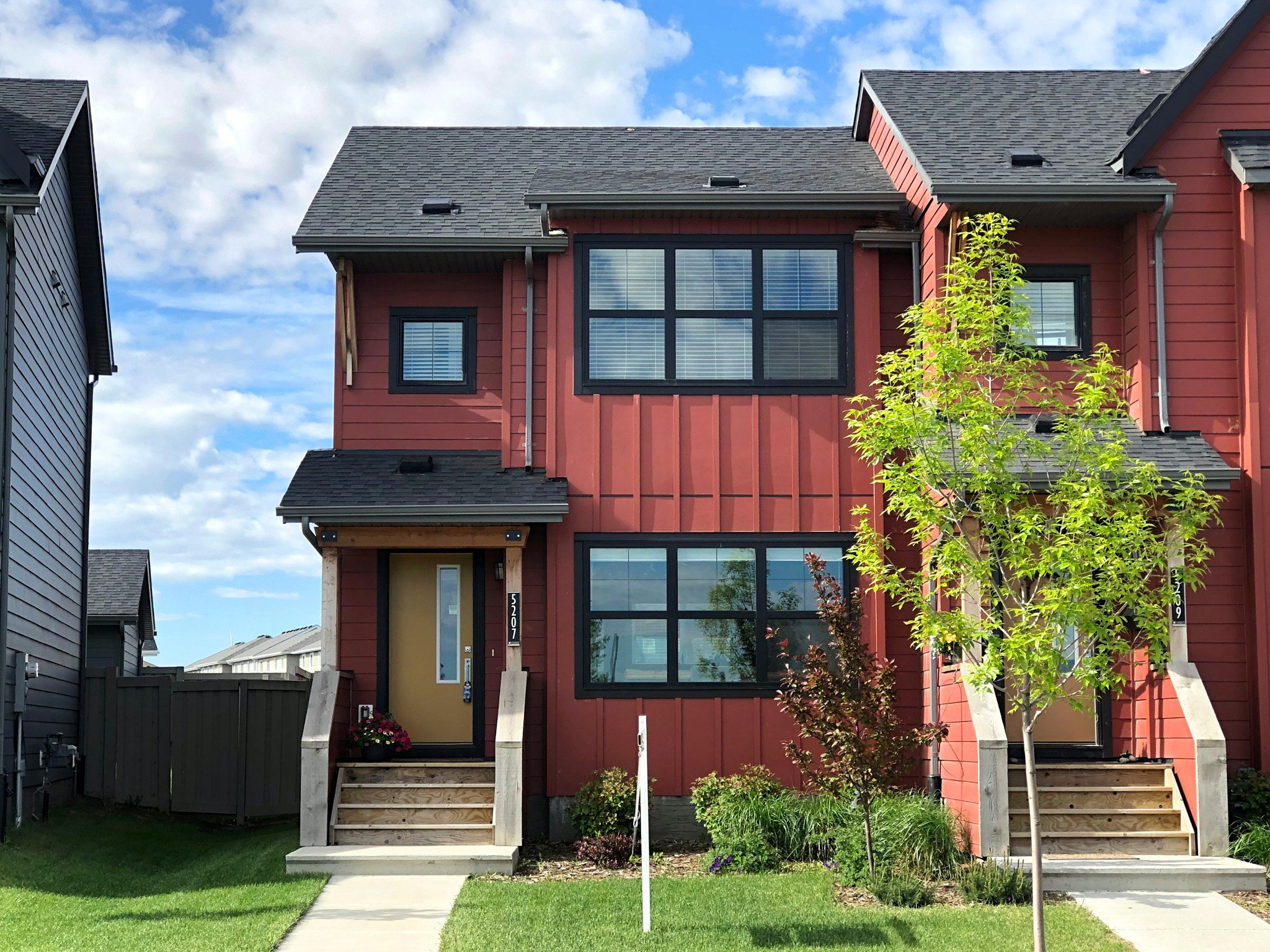 Main Photo: 5207 Chappelle Road SW in Edmonton: House for sale