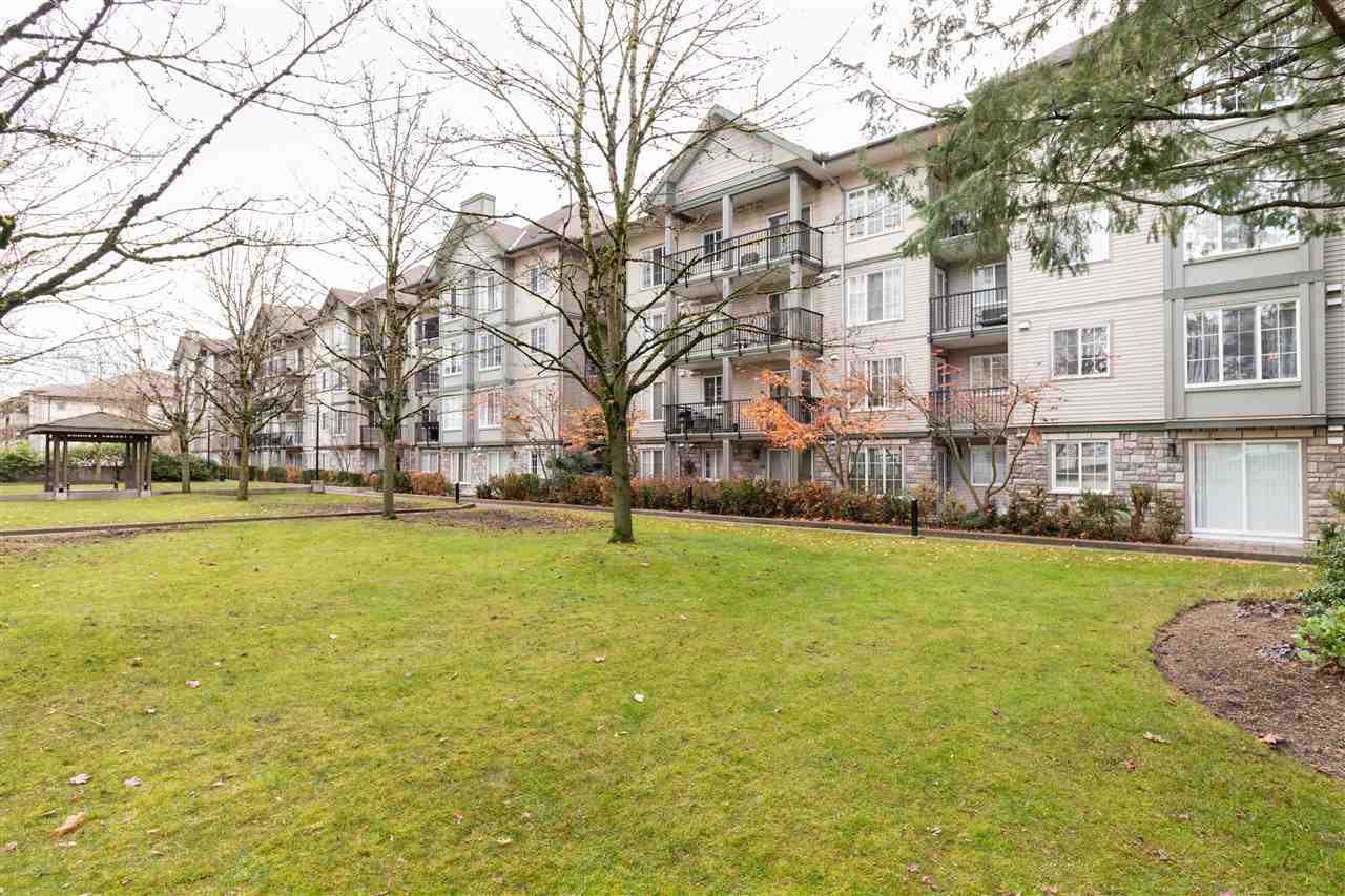 "Photo 17: Photos: 407 14859 100 Avenue in Surrey: Guildford Condo for sale in ""CHATSWORTH GARDENS"" (North Surrey)  : MLS®# R2420243"