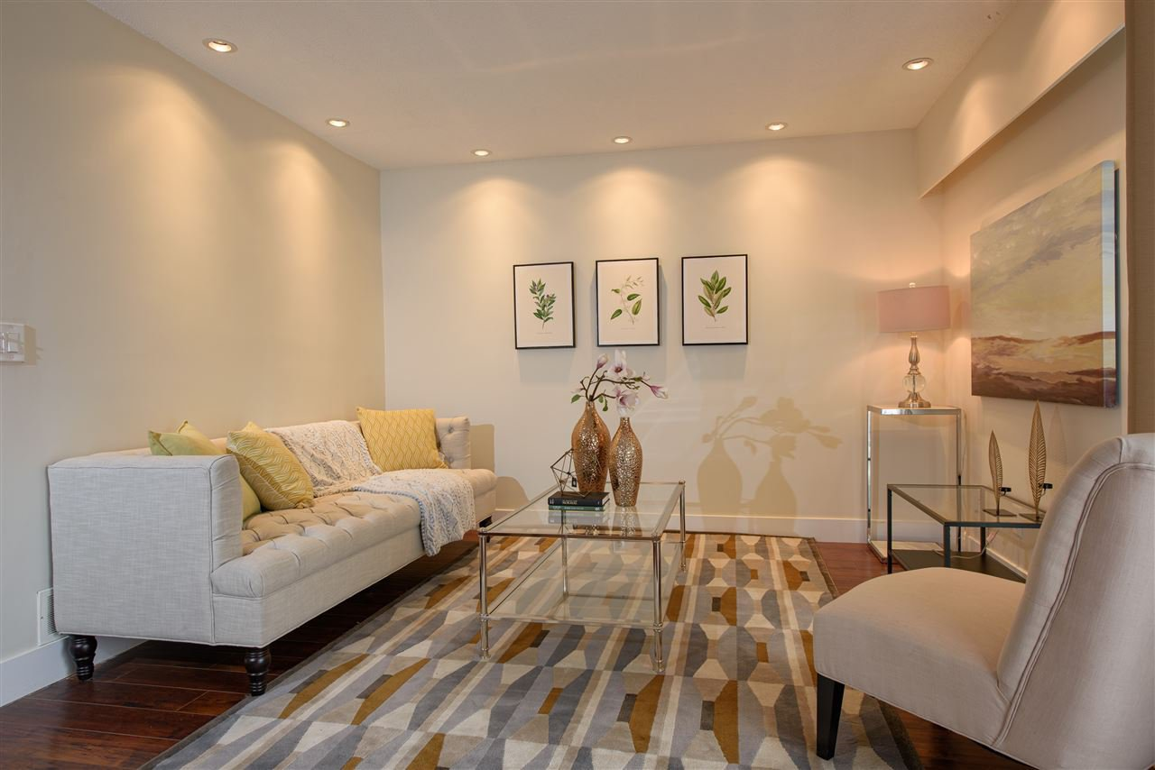 """Main Photo: 9420 RYAN Crescent in Richmond: South Arm Townhouse for sale in """"COUNTRY CLUB ESTATE"""" : MLS®# R2441510"""
