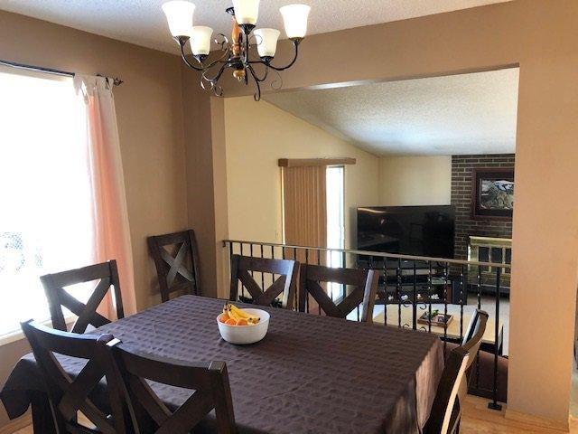 Main Photo: 11404 151 Avenue in Edmonton: Zone 27 House for sale : MLS®# E4192207