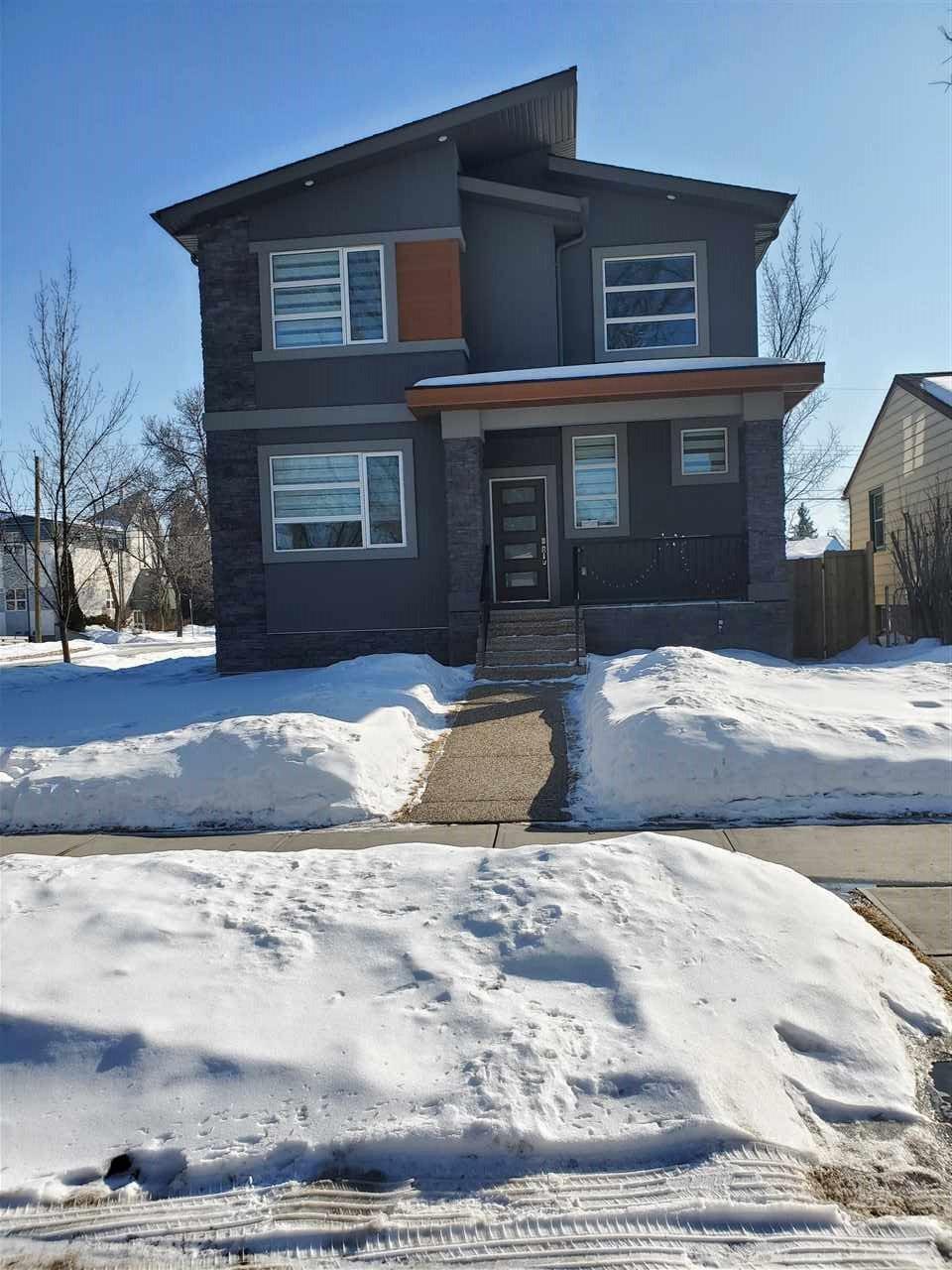 Main Photo: 9503 70 Avenue in Edmonton: Zone 17 House for sale : MLS®# E4192361