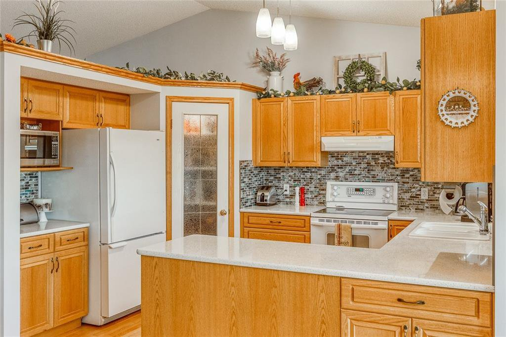 Photo 18: Photos: 14 BOW RIDGE Road: Cochrane Detached for sale : MLS®# C4305231