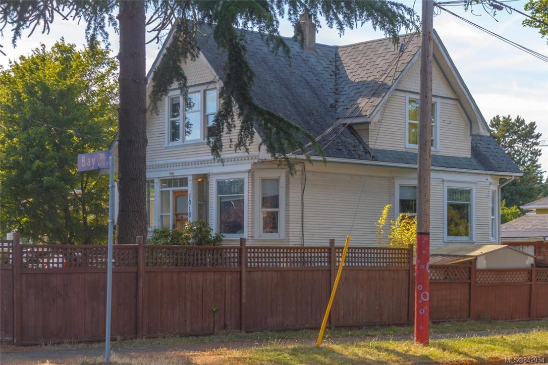 Main Photo: 1018 Bay St in Victoria: Vi Central Park Quadruplex for sale : MLS®# 842934