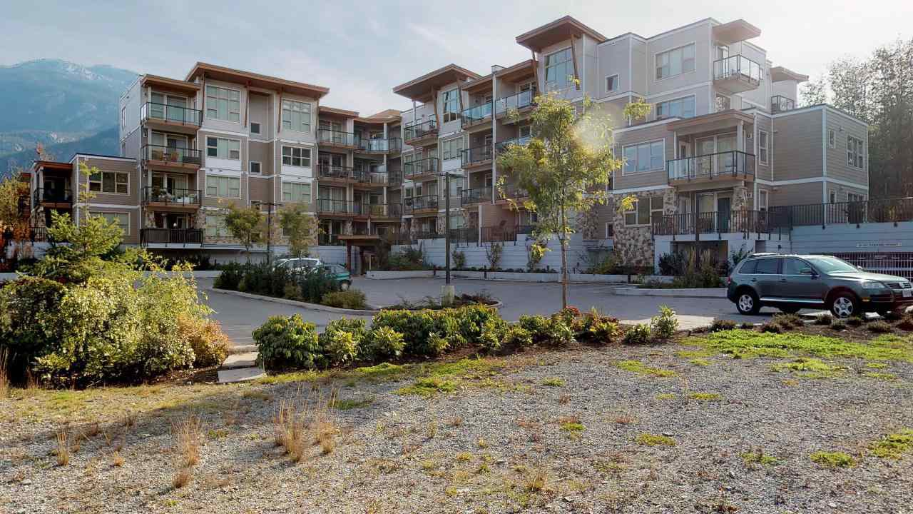 "Main Photo: 405 1150 BAILEY Street in Squamish: Downtown SQ Condo for sale in ""ParkHouse"" : MLS®# R2481803"