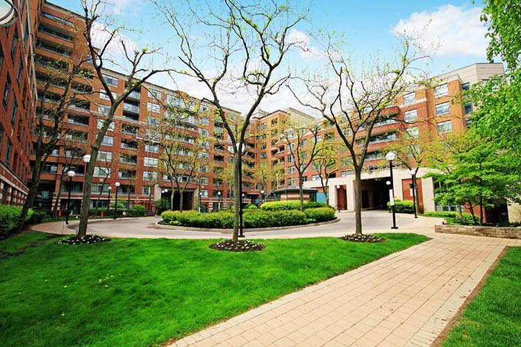 Main Photo: Toronto in Birchcliffe-Cliffside: Condo for sale (Toronto E06)