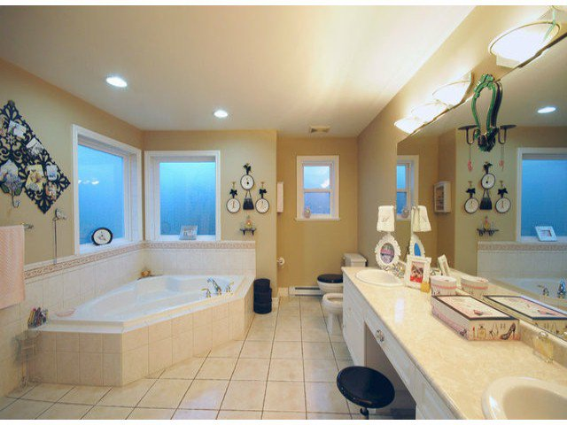 Photo 7: Photos: 15441 ROYAL AV: White Rock House for sale (South Surrey White Rock)  : MLS®# F1426178