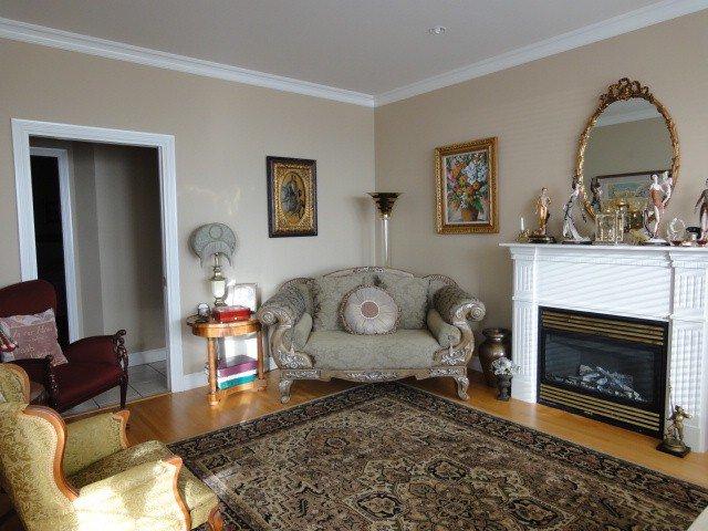 Photo 4: Photos: 15441 ROYAL AV: White Rock House for sale (South Surrey White Rock)  : MLS®# F1426178