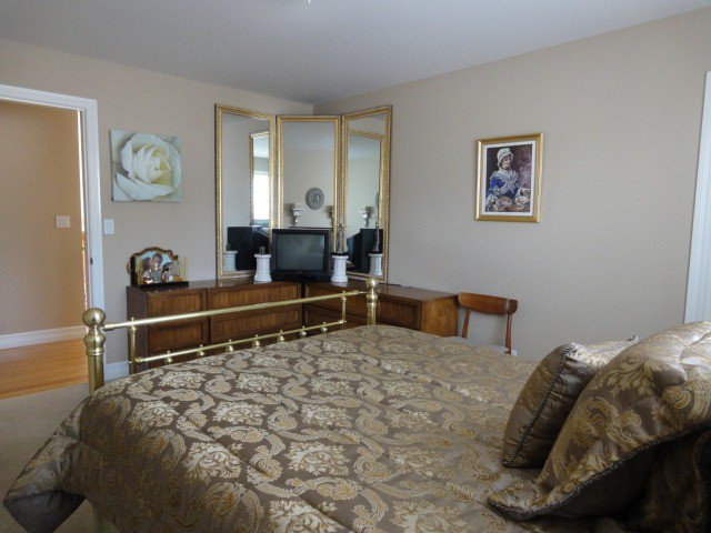 Photo 10: Photos: 15441 ROYAL AV: White Rock House for sale (South Surrey White Rock)  : MLS®# F1426178