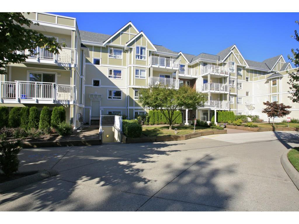 "Main Photo: 405 20189 54 Avenue in Langley: Langley City Condo for sale in ""Catalina Gardens"" : MLS®# R2410661"