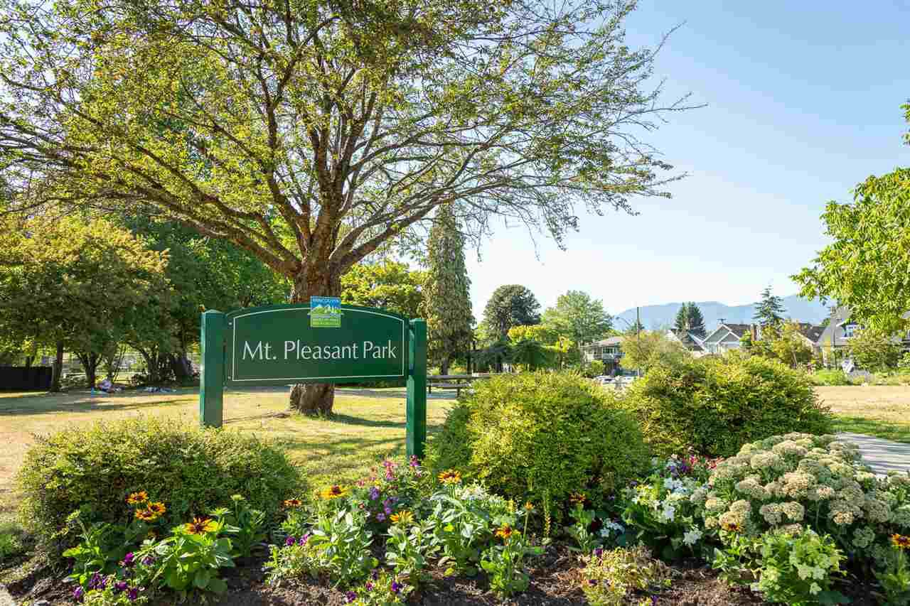 """Photo 17: Photos: 26 E 12TH Avenue in Vancouver: Mount Pleasant VE Townhouse for sale in """"WEST MAIN"""" (Vancouver East)  : MLS®# R2434485"""