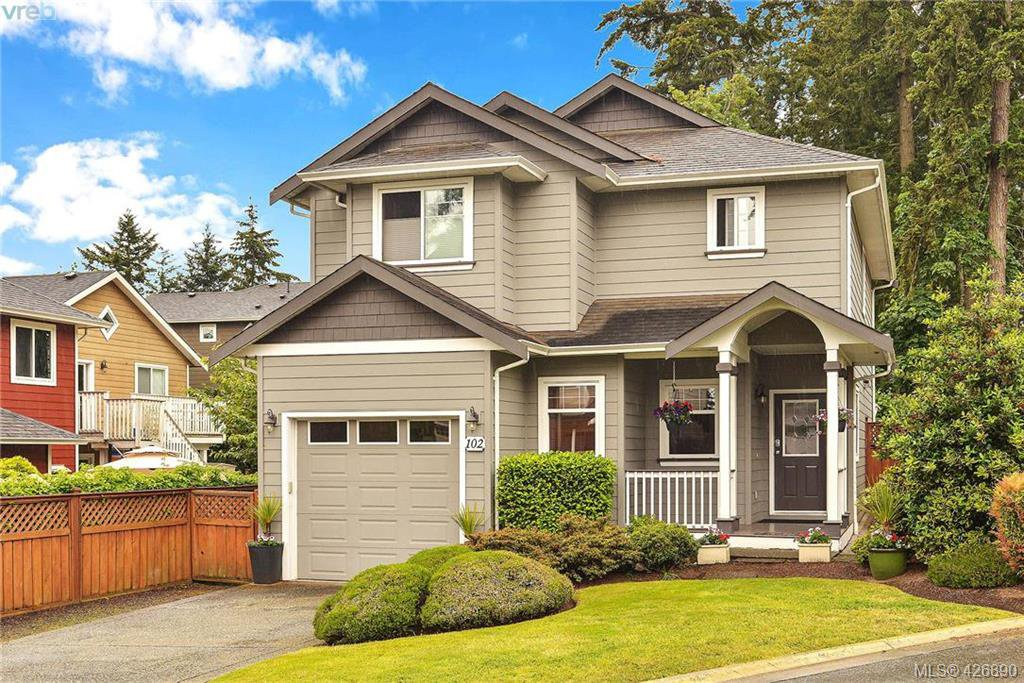 Main Photo: 102 Stoneridge Close in VICTORIA: VR Hospital House for sale (View Royal)  : MLS®# 841008