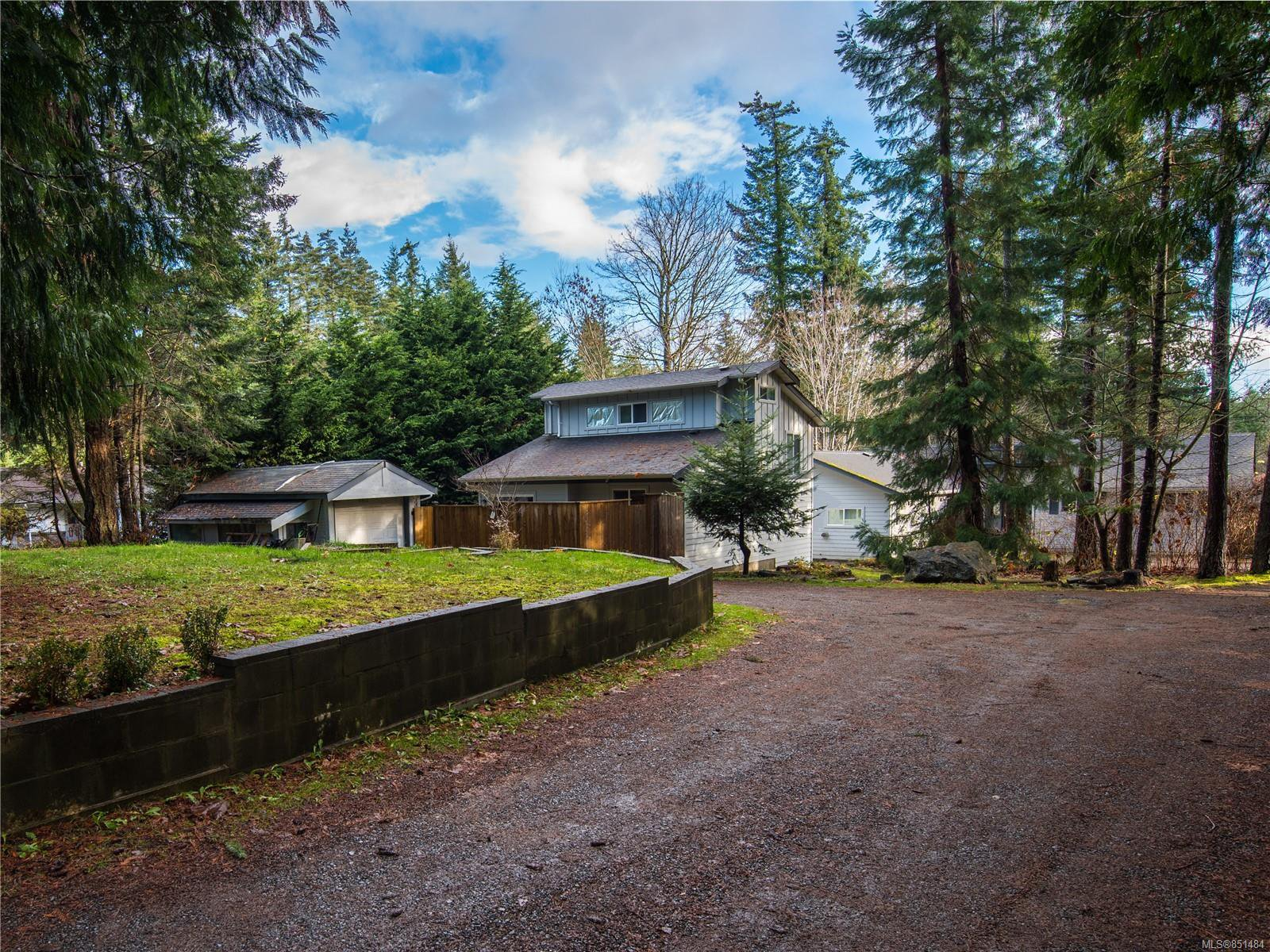 Main Photo: 1490 Hudson Rd in : CV Comox Peninsula House for sale (Comox Valley)  : MLS®# 851484