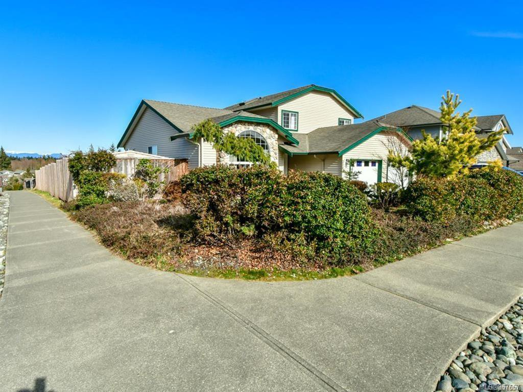 Main Photo: 2101 Varsity Dr in : CR Willow Point House for sale (Campbell River)  : MLS®# 857657