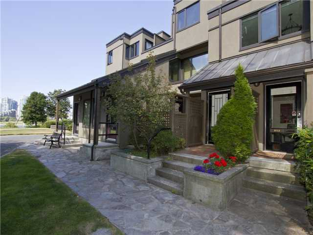 """Main Photo: 852 GREENCHAIN in Vancouver: False Creek Townhouse for sale in """"HEATHER POINT"""" (Vancouver West)  : MLS®# V1019589"""