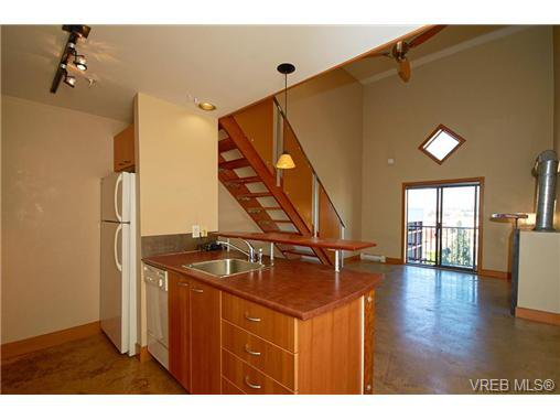 Main Photo: 405 555 Chatham St in VICTORIA: Vi Downtown Condo Apartment for sale (Victoria)  : MLS®# 677342