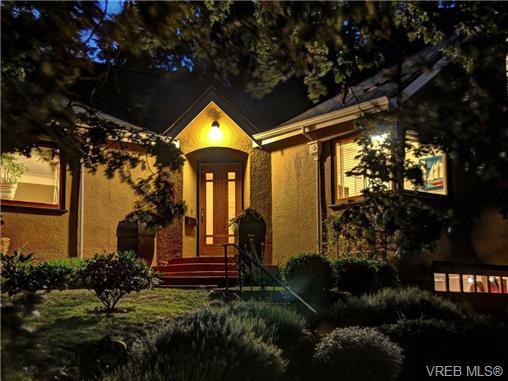 Main Photo: 1194 Old Esquimalt Rd in VICTORIA: Es Rockheights Single Family Detached for sale (Esquimalt)  : MLS®# 679927