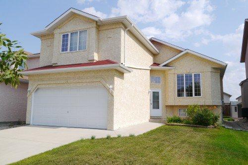 Main Photo: 14 Kinlock Lane in Winnipeg: Richmond West Single Family Detached for sale (South Winnipeg)  : MLS®# 1420069