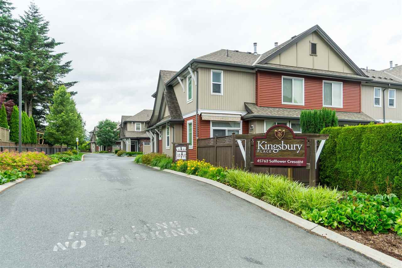 """Main Photo: 9 45762 SAFFLOWER Crescent in Chilliwack: Sardis East Vedder Rd Townhouse for sale in """"KINGSBURY PLACE"""" (Sardis)  : MLS®# R2476438"""