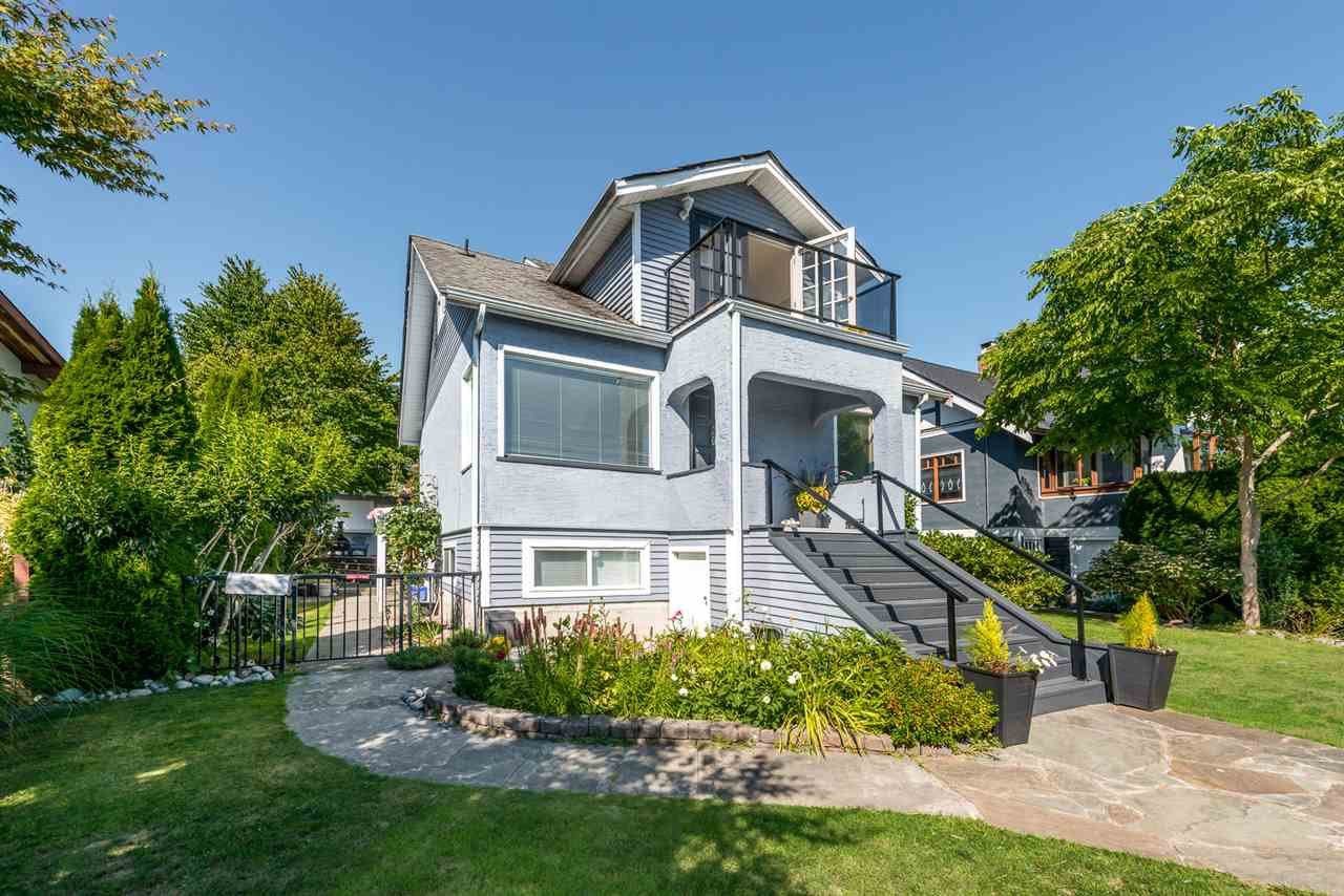 Main Photo: 522 E 5TH Street in North Vancouver: Lower Lonsdale House for sale : MLS®# R2492206