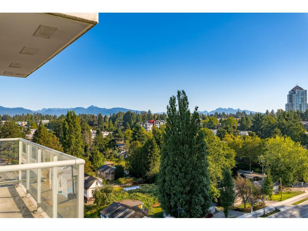 """Main Photo: 1009 13688 100 Avenue in Surrey: Whalley Condo for sale in """"Park Place I"""" (North Surrey)  : MLS®# R2497093"""
