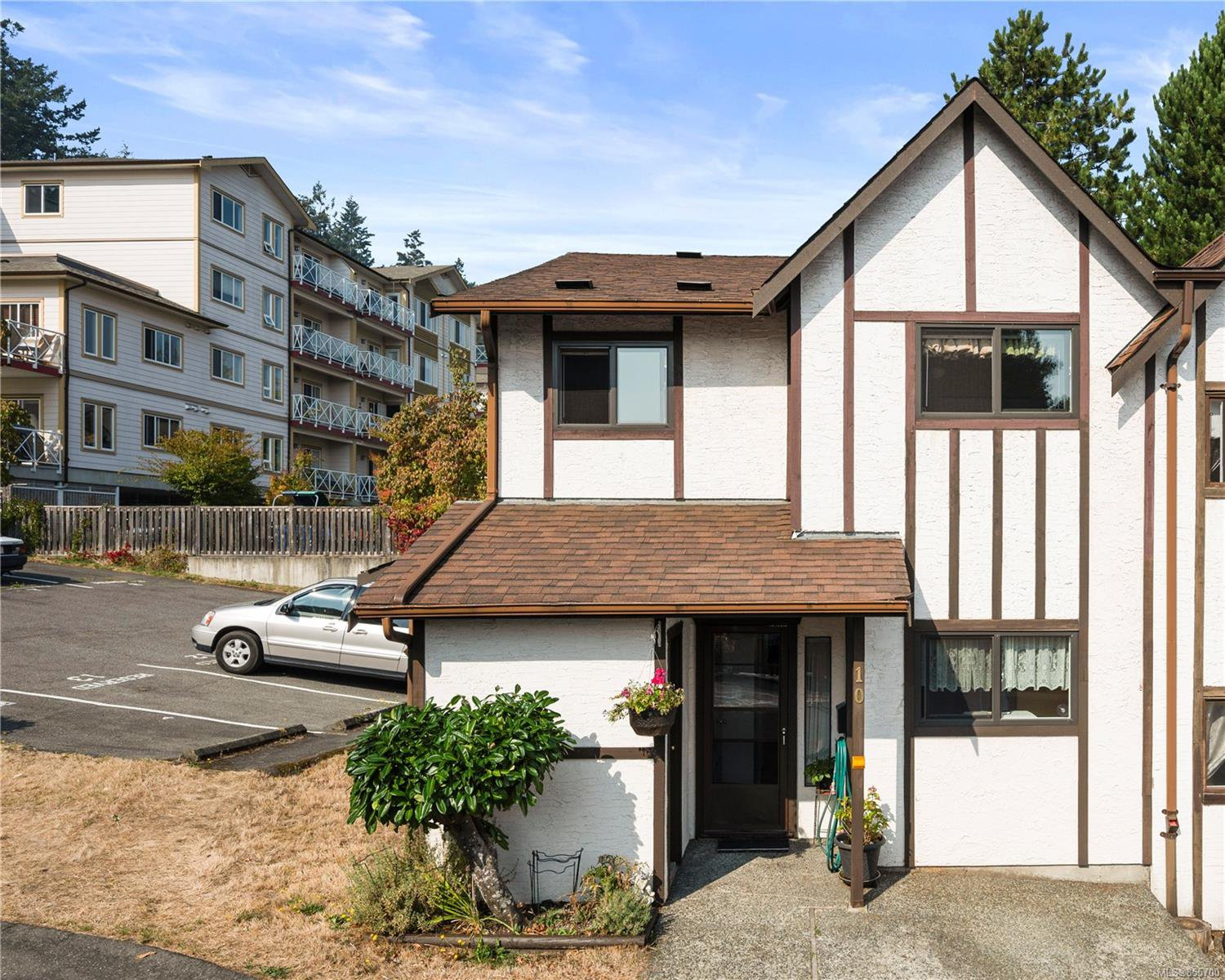 Main Photo: 10 379 Wale Rd in : Co Colwood Corners Row/Townhouse for sale (Colwood)  : MLS®# 855700