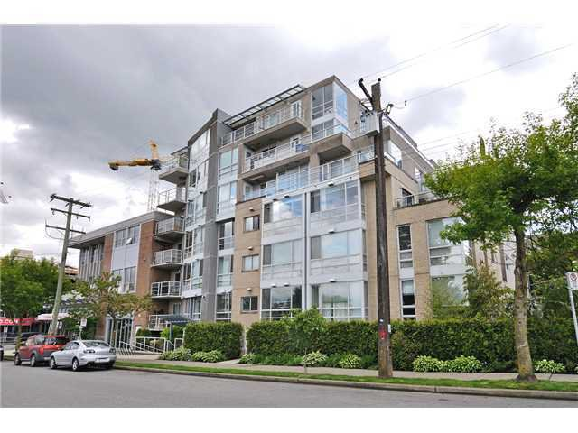 "Main Photo: 201 1818 W 6TH Avenue in Vancouver: Kitsilano Condo for sale in ""THE CARNEGIE"" (Vancouver West)  : MLS®# V969830"