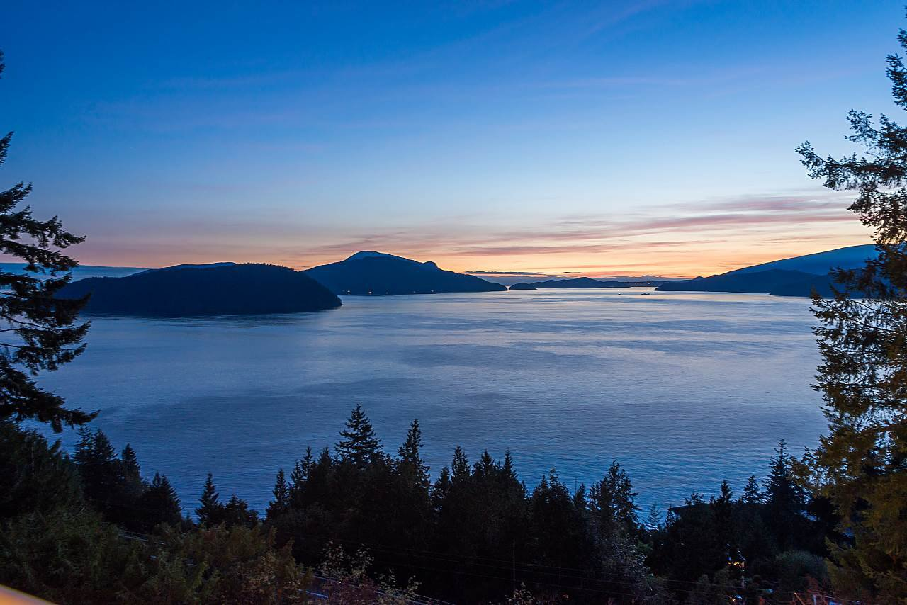 Main Photo: 115 KELVIN GROVE Way: Lions Bay House for sale (West Vancouver)  : MLS®# R2405194