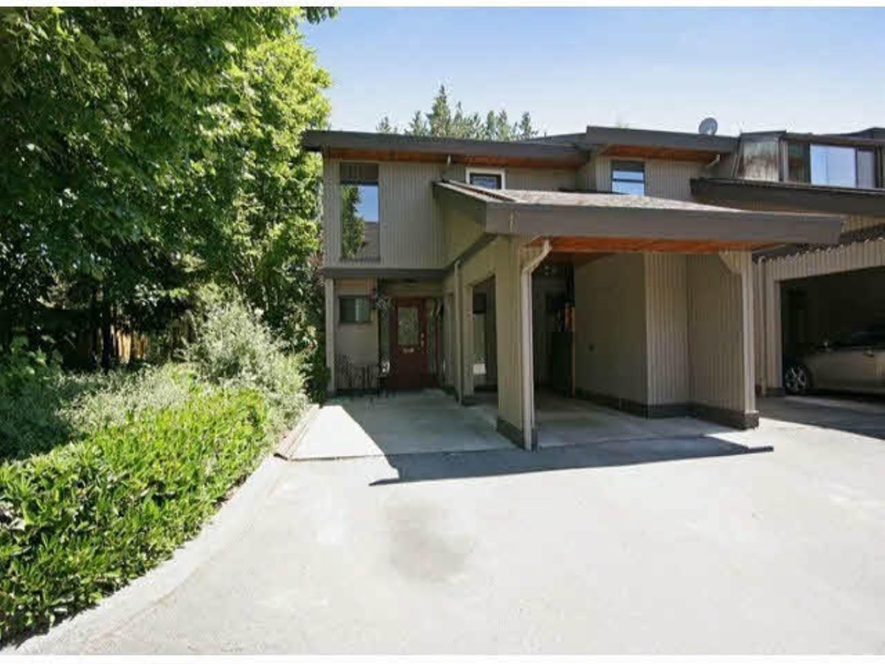 "Main Photo: 1 5600 LADNER TRUNK Road in Delta: Delta Manor Townhouse for sale in ""Laurel Court"" (Ladner)  : MLS®# R2414624"
