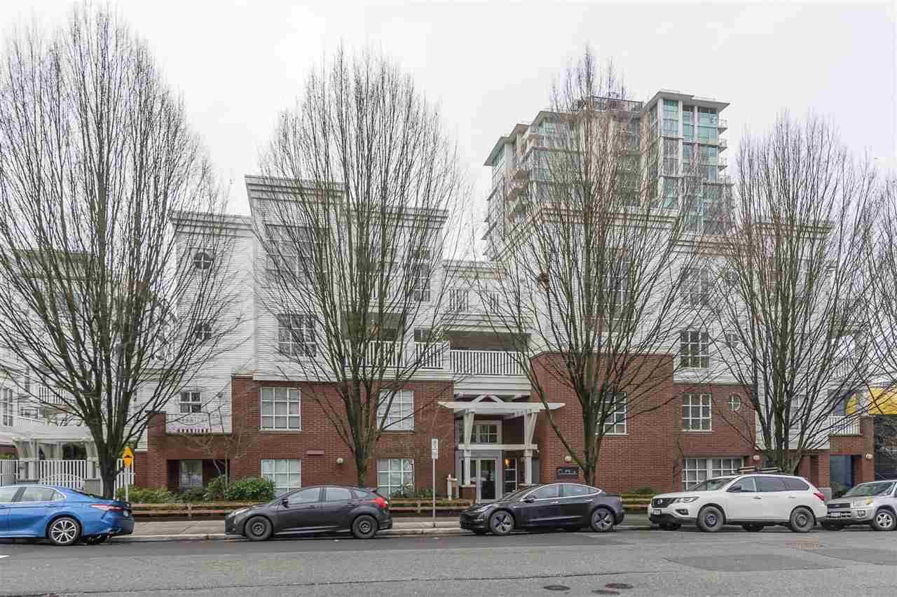 "Main Photo: 401 137 E 1 Street in North Vancouver: Lower Lonsdale Condo for sale in ""The Coronado"" : MLS®# R2433835"