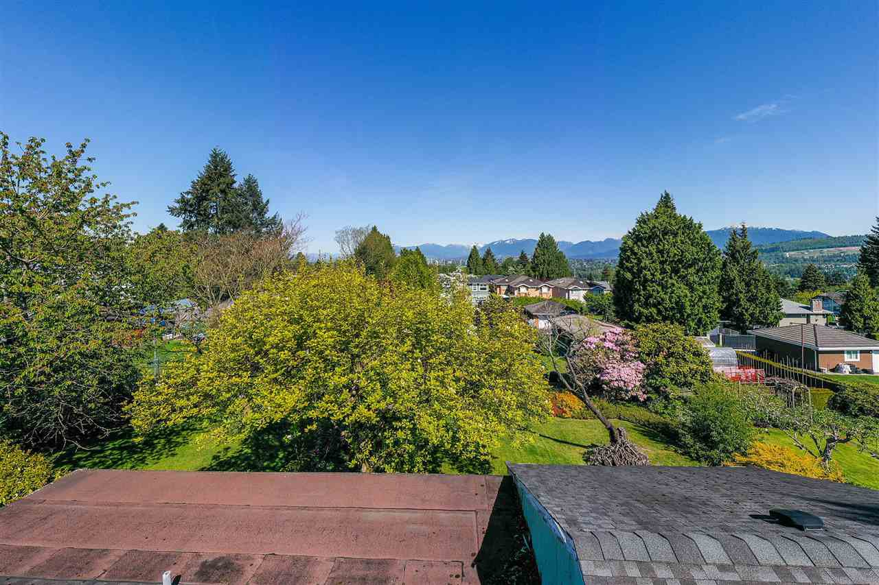 "Photo 4: Photos: 7853 ELWELL Street in Burnaby: Burnaby Lake House for sale in ""Burnaby Lake"" (Burnaby South)  : MLS®# R2454902"