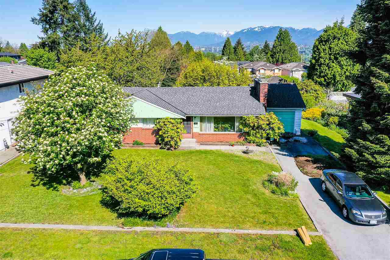"Photo 1: Photos: 7853 ELWELL Street in Burnaby: Burnaby Lake House for sale in ""Burnaby Lake"" (Burnaby South)  : MLS®# R2454902"