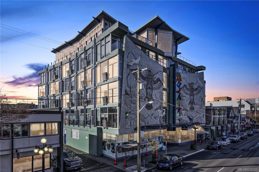 Main Photo: 414 1061 Fort St in Victoria: Vi Downtown Condo Apartment for sale : MLS®# 836282