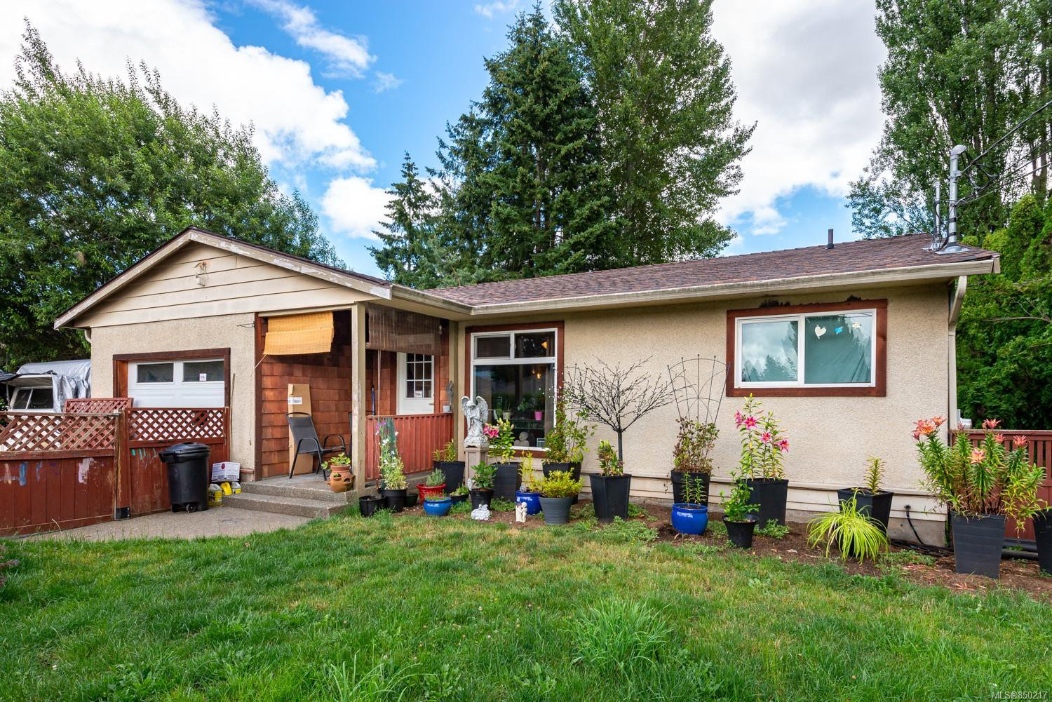 Main Photo: 1750 Willemar Ave in : CV Courtenay City Single Family Detached for sale (Comox Valley)  : MLS®# 850217