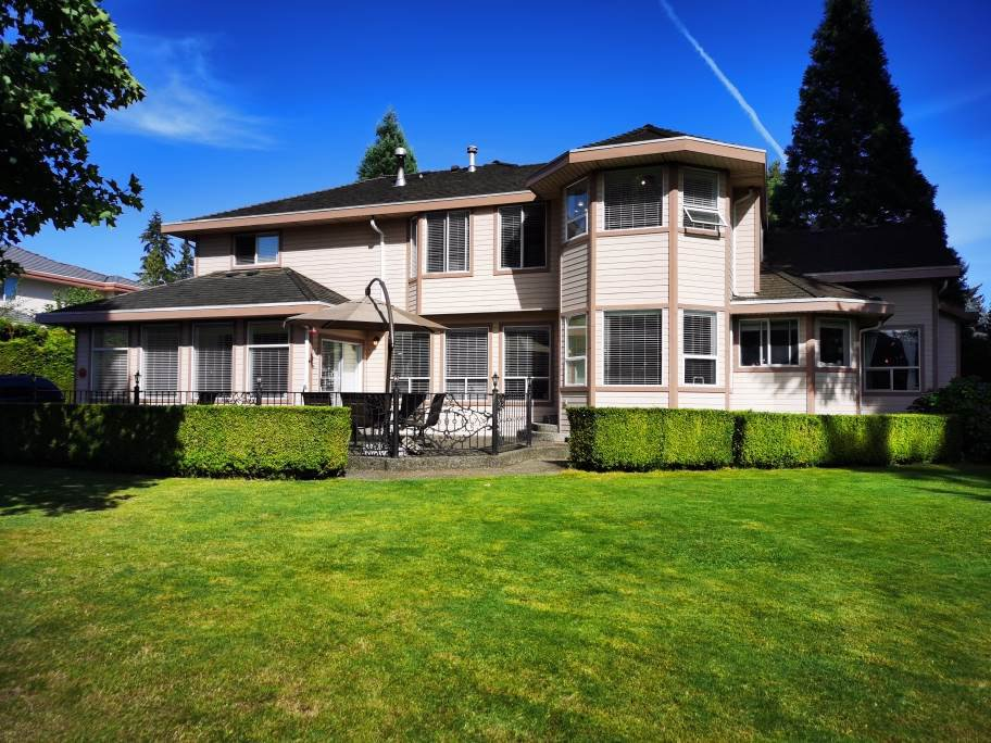 Main Photo: 5661 125A Street in Surrey: Panorama Ridge House for sale : MLS®# R2490130