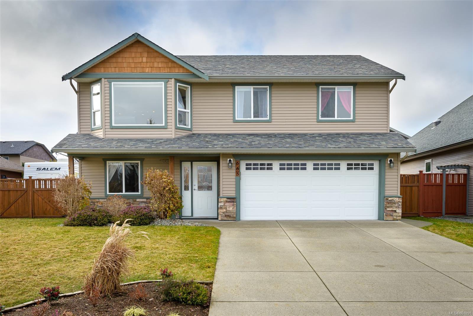 Main Photo: 665 Expeditor Pl in : CV Comox (Town of) House for sale (Comox Valley)  : MLS®# 861851